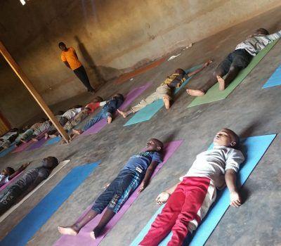 yoga para ninios refugiados